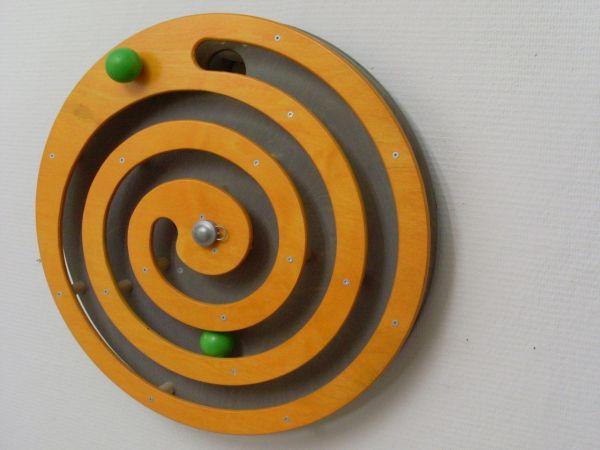 Wandspiel Kugelspirale orange 49x49 cm