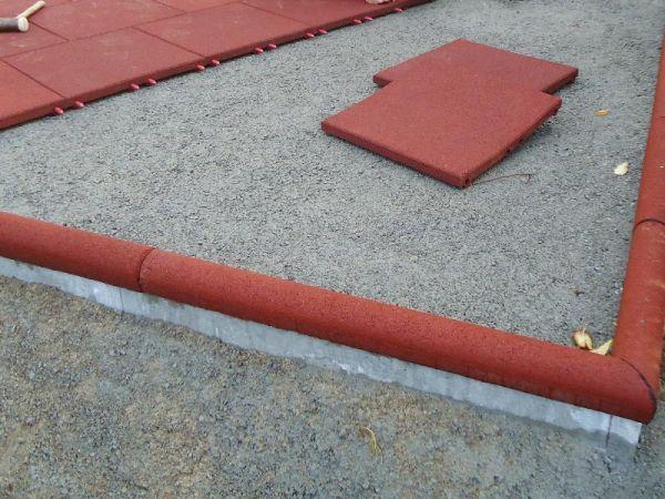 Gummigranulatüberzug für Beton-Rabatten 60 mm