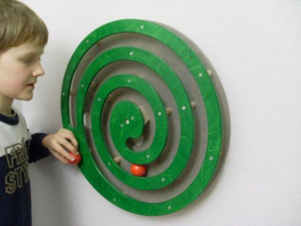 Wandspiel Kugelspirale grün 49x49 cm