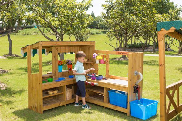 Outdoor Spielküche mit Pumpe und Kiosk