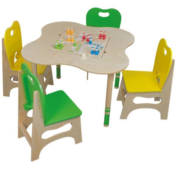 Spieltisch-Kleeblatt mit vier Stühlen und vier Brettspielen von Beleduc