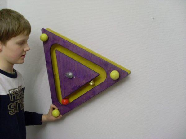 Wandspiel Dreieck Kugelspiel 49x49x49 cm