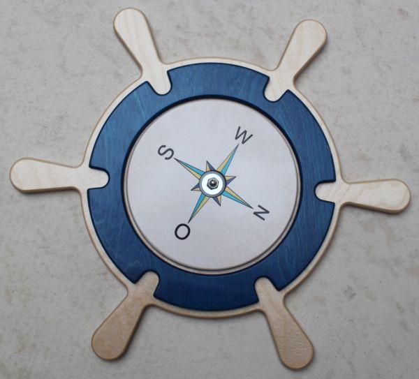 Wandelement Steuerrad mit drehbarem Kompass