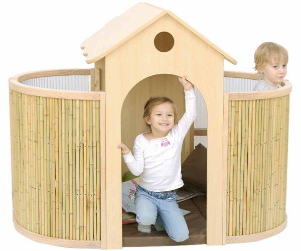 Indoor Spielhaus / reading rtory house